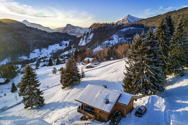 HMS3373080 France, Haute Savoie, Les Carroz d'Araches ski resort, Araches la Frasse village