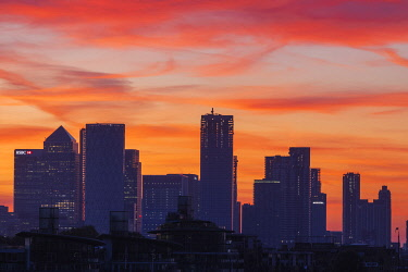 TPX71612 England, London, Docklands, Silouette of Canary Wharf Skyline at Dawn