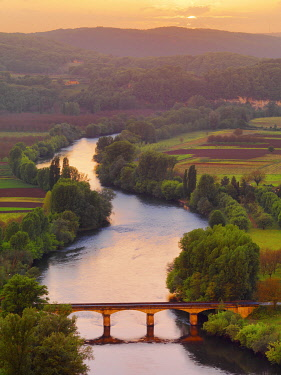FRA11593AW France, Dordogne, Aquitaine, Domme, Overview of river Dordogne and bridge