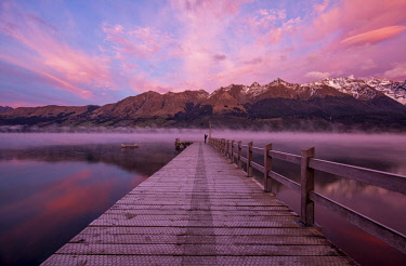 NZ9465AW Sunrise at Glenorchy, Lake Wakatipu, Otago, New Zealand