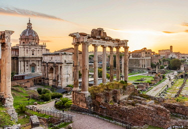 ITA14987AW Europe, Italy, Rome. The Forum Romanum with the Saturn temple at dawn.