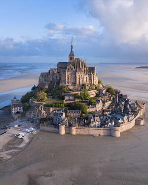 IBXLRE04927978 Mont St. Michel at low tide, aerial view, Le Mont-Saint-Michel, Manche, Normandy, France, Europe