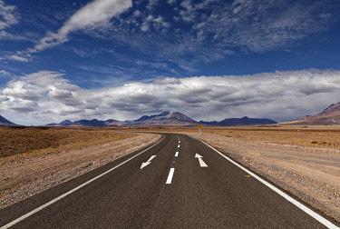 IBXMBI04548467 Road through the Atacama desert, behind volcanoes, Andean highlands, road B-357, Talabre, San Pedro de Atacama, El Loa province, Antofagasta region, Norte Grande de Chile, Chile, South America
