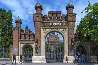 IBXMZC04959839 Entrance portal of the National Jurij Fedkowytsch University, it was founded in 1875 as Franz Joseph University, Czernowicz, Ukraine, Europe