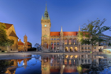 IBXRFI04984509 Evening atmosphere, town hall with water reflection, Braunschweig, Lower Saxony, Germany, Europe