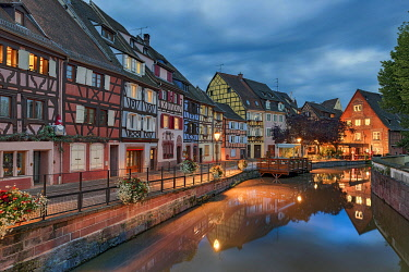 IBXRFI05009241 Evening atmosphere, historical half-timbered houses on the canal, Little Venice, La Petite Venise, Colmar, Alsace, France, Europe