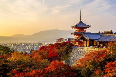 IBXTPG04793132 Sanjunoto pagoda of Kiyomizu-dera buddhist temple in autumn, Higashiyama, Kyoto, Japan, Asia