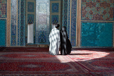 IBXWNO04923610 Muslim couple in the Jameh Mosque, Yazd, Iran, Asia