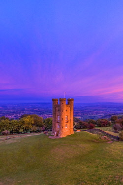 UK08610 Broadway Tower on top of Fish Hill, the second highest point in the Cotswolds, Broadway, Worcestershire, England