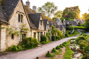ENG16293AW Arlington Row, Bibury, Cotswolds, Gloucestershire, England, UK