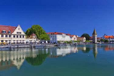 GER11890 The harbour front and Mangturm of Lindau, Lindau Bodensee, Bayern, Germany.