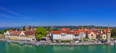 GER11892 The harbour front of Lindau and Mangturm, Lindau Bodensee, Bayern, Germany.
