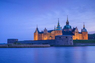 SW03124 Sweden, Southeast Sweden, Kalmar, Kalmar Slott castle, dusk