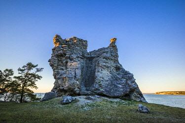SW03180 Sweden, Gotland Island,  Lickershamn, limestone raukar rocks, Jungfrun, Maiden Rock, sunset