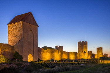 SW03187 Sweden, Gotland Island, Visby,  12th century city wall, most complete midieval city wall in Europe, Osterport Tower, dusk