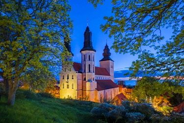 SW03195 Sweden, Gotland Island, Visby,  Visby Sankta Maria domkyrka cathedral, 12th century, exterior, dusk