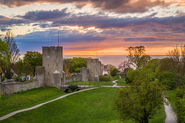 SW03200 Sweden, Gotland Island, Visby,  12th century city wall, most complete midieval city wall in Europe, sunset