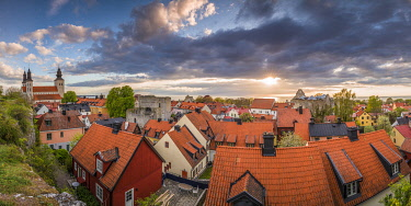 SW03201 Sweden, Gotland Island, Visby,  Visby Sankta Maria domkyrka cathedral, 12th century, and the city skyline