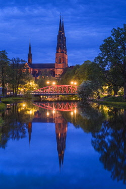 SW03229 Sweden, Central Sweden, Uppsala, Domkyrka Cathedral,  reflection, dusk