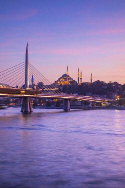TK01715 Halic Metro Bridge & Suleymaniye Camii (Mosque), Golden Horn, Istanbul, Turkey