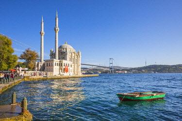 TK01736 Ortakoy Camii (Mosque) and the Bosphorus Bridge, Ortakoy, Istanbul, Turkey