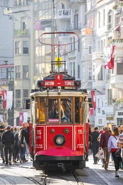 TK01742 Old tram on Istiklal Caddasi, Istanbul, Turkey