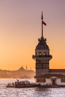 TK01744 Maiden's Tower (Kiz Kulesi) & Bosphorus from the Asian side of Istanbul, Turkey