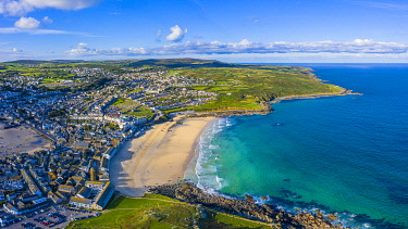 UK08696 Aerial view of Porthmeor beach, St. Ives, Cornwall, England