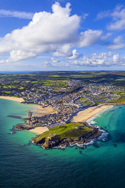 UK08698 Aerial view of St. Ives, Cornwall, England