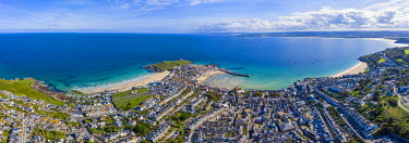 UK08700 Aerial view of St. Ives, Cornwall, England