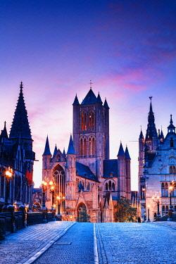 BEL2051AWRF View of St. Nicholas church (Sint-Niklaaskerk) by night in Ghent, Belgium