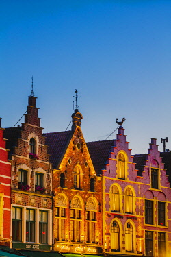 BEL2055AWRF Detail of the colored houses facades in Markt Square in Bruges by night, Belgium