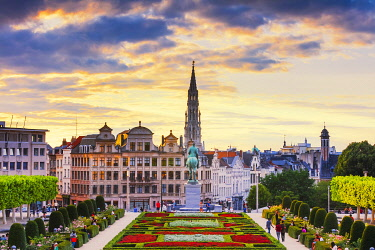 BEL2066AWRF View of the Brussels town hall and the Mont des Arts park at dusk, Belgium
