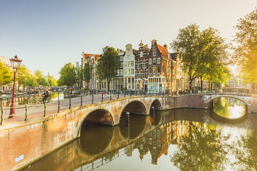 NLD1087AWRF Typical houses reflecting in Keizergracht water canal at sunrise in Amsterdam, Holland/Netherlands