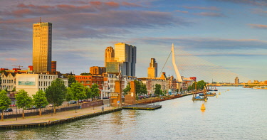 NLD1073AW Erasmus bridge and waterfront buildings of Rotterdam at sunrise on a cloudy evening, Holland/Netherlands