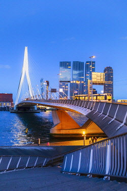 NLD1081AW Erasmus Bridge (Erasmusbrug) and city skyline by night, Rotterdam, Zuid Holland, Holland/Netherlands