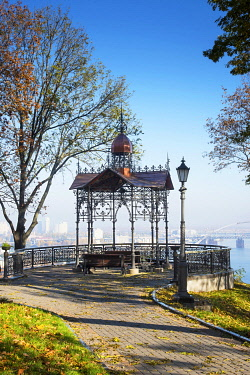 UA01140 Ukraine, Kyiv, Saint Volodymyr Hill Park, Overlooking The Dnieper River, Sitting Area
