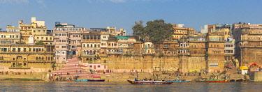 IN08553 India, Uttar Pradesh, Varanasi, View towards Chousati Ghat