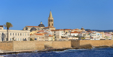 IT12476 Italy, Sardinia, Alghero, View of ancient city walls and the historical center