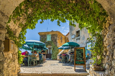 FRA11742AW Cafe, Eze, Alpes-Maritimes, Provence-Alpes-Cote D'Azur, French Riviera, France