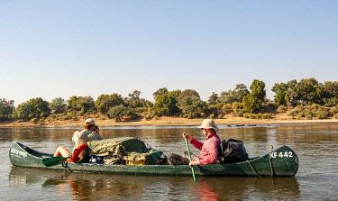 ZIM2860 Mana Pools, Zimbabwe, Africa.  A canoeing safari on the Lower Zambesi River (MR)