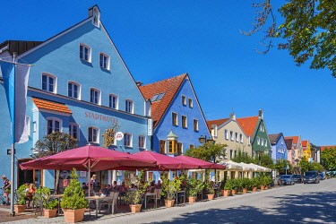 IBLABC05037383 City hotel and colorful facades, Lange Zeile, Erding, Upper Bavaria, Bavaria, Germany, Europe