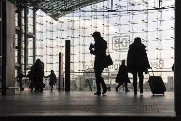 IBLARH04480550 Central Station, travelers, Silhouette, Berlin, Germany, Europe
