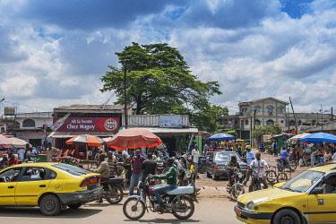 IBLDRN04397253 Busy street market, Douala, Littoral Region, Cameroon, Africa