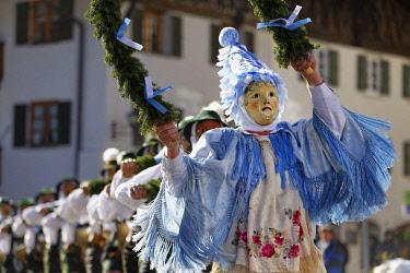 IBLMAN04104002 Fasching carnival, Unsinniger Donnerstag, Schellenr�hrer, Mittenwald, Werdenfelser Land, Upper Bavaria, Bavaria, Germany, Europe