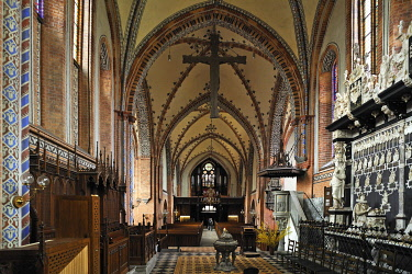 """IBLMZC03344065 Vaulted ceiling with the altar in Guestrow Cathedral, consecrated in 1335, """"Ulrich Monument"""" from 1587 on the right, Gustrow, Mecklenburg-Western Pomerania, Germany, Europe"""