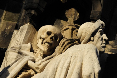 IBLMZJ03029496 Skeleton, death, behind St. James, Memento Mori motif at the entrance of the Market Church of Sts. George and James, Hannover, Lower Saxony, Germany, Europe