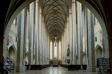 IBLRAI03420587 Nave of the Gothic basilica of St. Martin, Landshut, Lower Bavaria, Bavaria, Germany, Europe