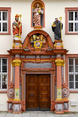 IBLRAI03515443 Renaissance portal with the figures of St. Boniface, Jesus Christ and the Holy. Benedict of Nursia, convent building of the former Benedictine convent at Fulda Cathedral, Cathedral of St. Salvator, Fu...