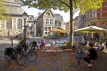 IBLSZI05038469 Street cafe in the old town, Aachen, North Rhine-Westphalia, Germany, Europe